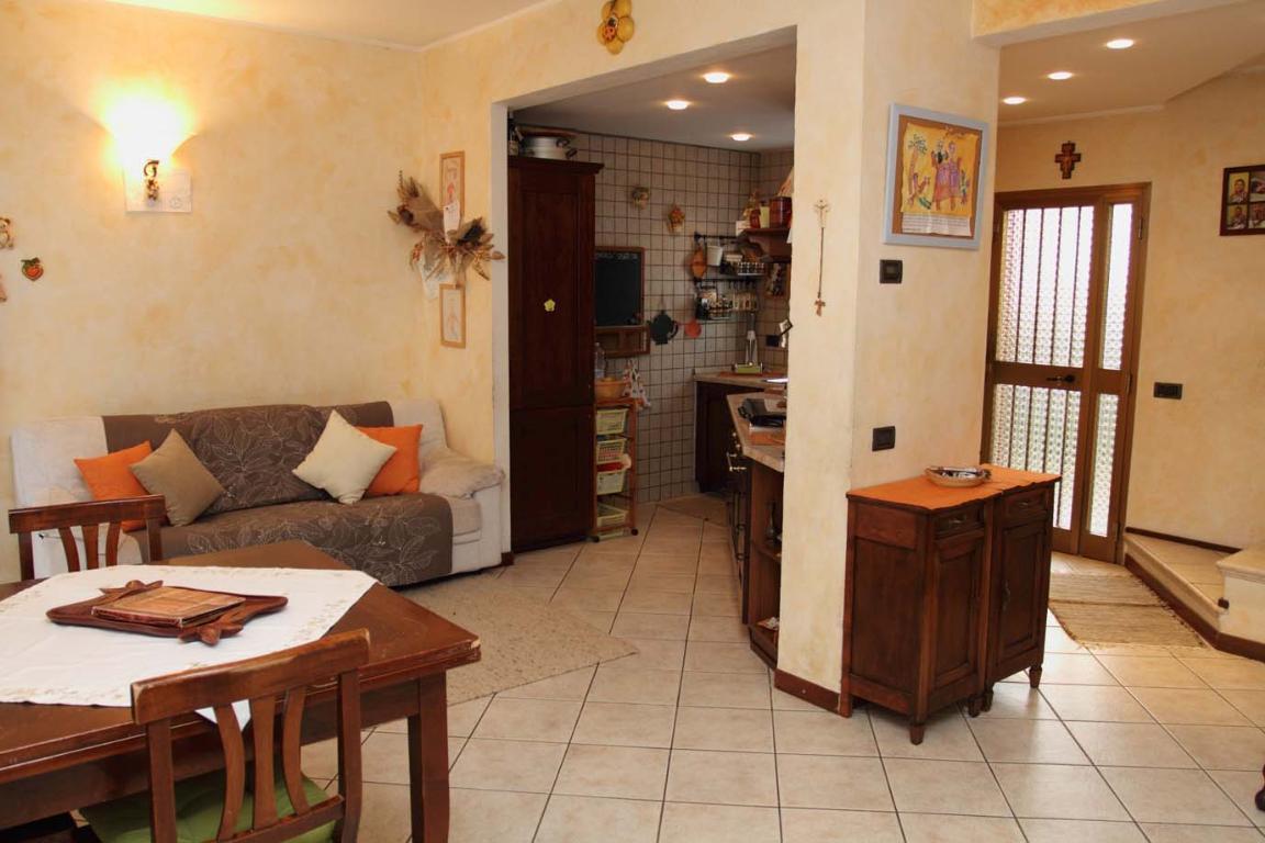 Villa a Schiera in vendita a Calolziocorte, 3 locali, zona Zona: Foppenico, prezzo € 160.000 | Cambiocasa.it