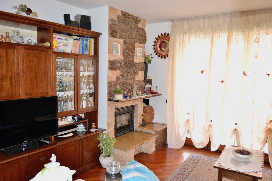 Appartamento in vendita a Pontida, 4 locali, prezzo € 135.000 | CambioCasa.it