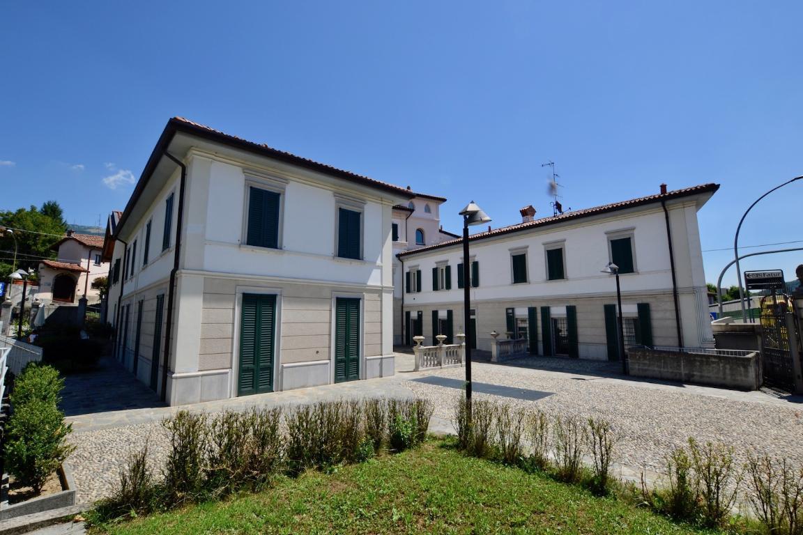 Negozio / Locale in affitto a Cisano Bergamasco, 2 locali, zona Località: Centro, prezzo € 835 | CambioCasa.it