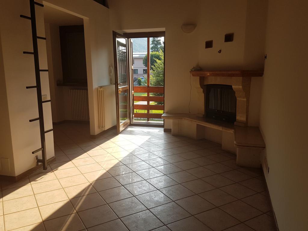 Appartamento in vendita a Pontida, 3 locali, prezzo € 85.000   CambioCasa.it