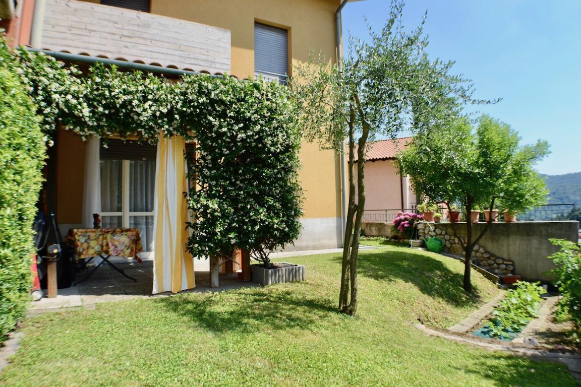 Villa a Schiera in vendita a Cisano Bergamasco, 4 locali, zona Zona: Valbonaga, prezzo € 225.000 | CambioCasa.it