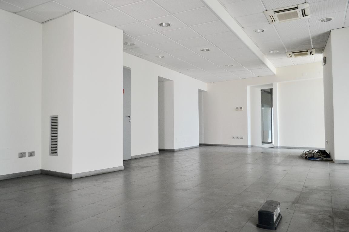 Ufficio / Studio in affitto a Cisano Bergamasco, 6 locali, zona Località: Centro, prezzo € 1.000 | Cambio Casa.it