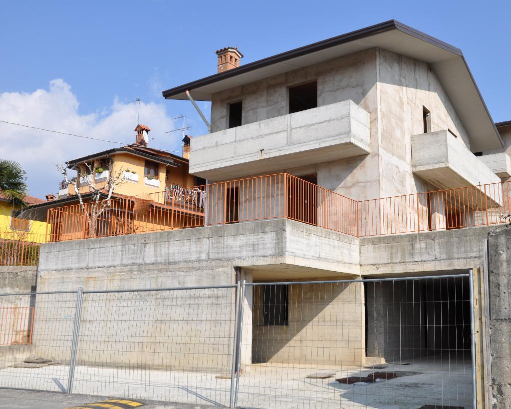 Villa in vendita a Villa d'Adda, 5 locali, prezzo € 275.000 | Cambio Casa.it