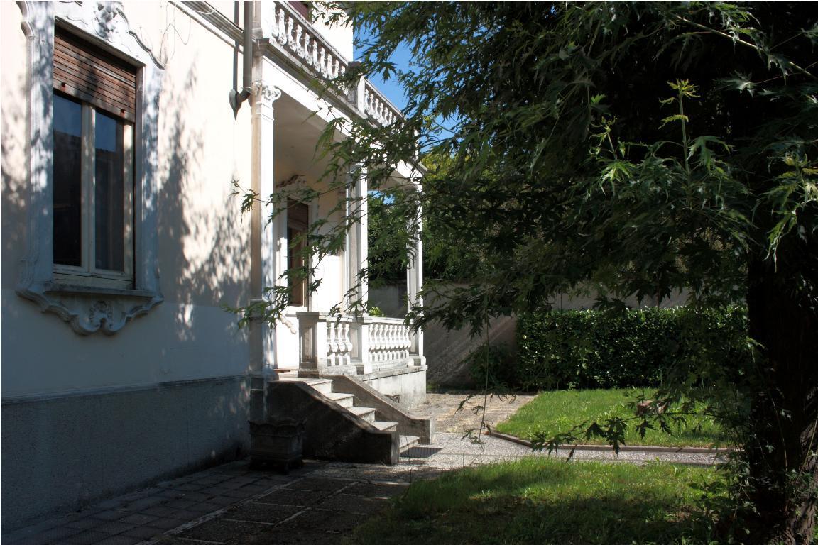 Villa in vendita a Seregno, 5 locali, zona Località: centro, Trattative riservate | Cambio Casa.it