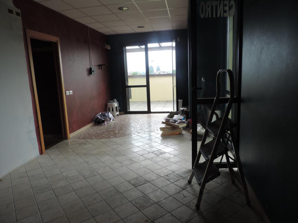 Ufficio / Studio in affitto a Calusco d'Adda, 4 locali, prezzo € 800 | Cambio Casa.it