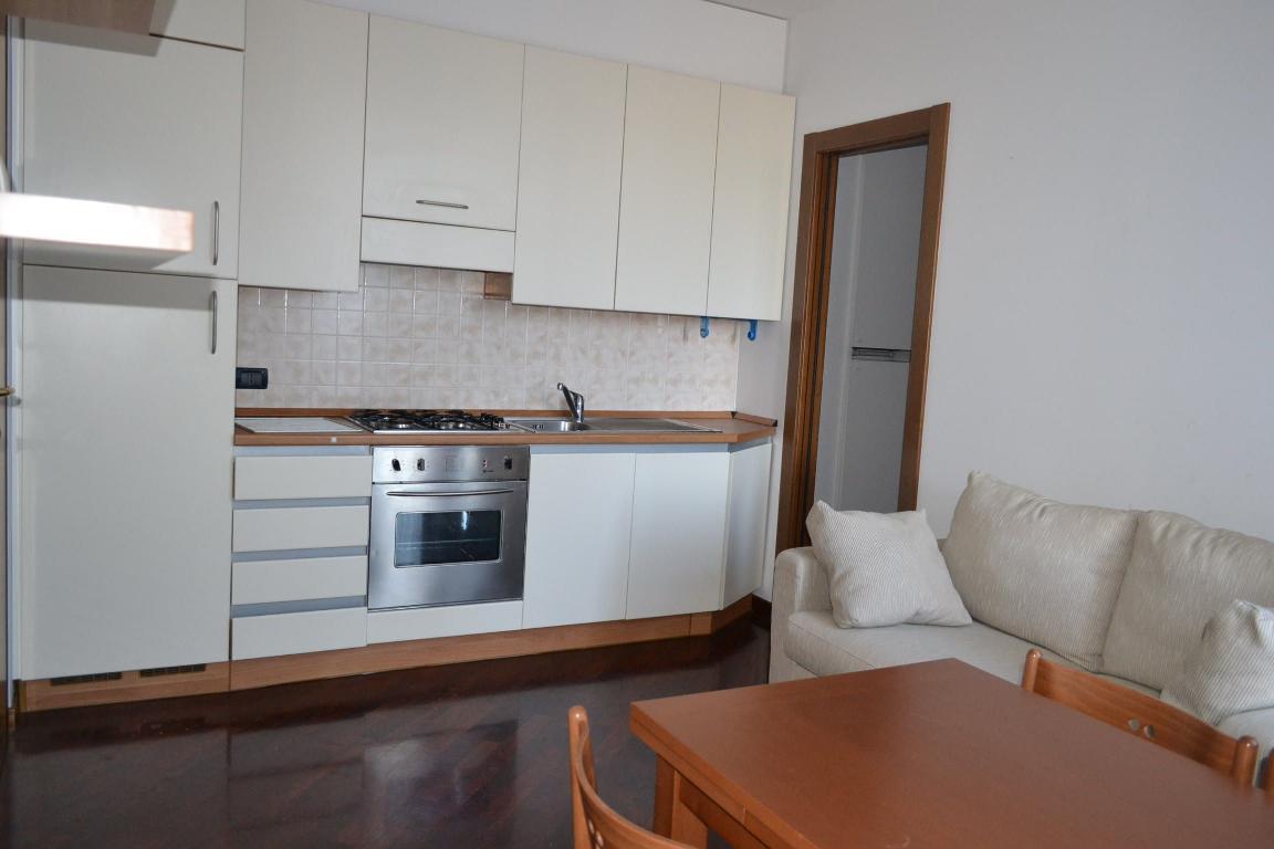 Appartamento in vendita a Airuno, 2 locali, zona Località: semicentrale, prezzo € 65.000 | Cambio Casa.it