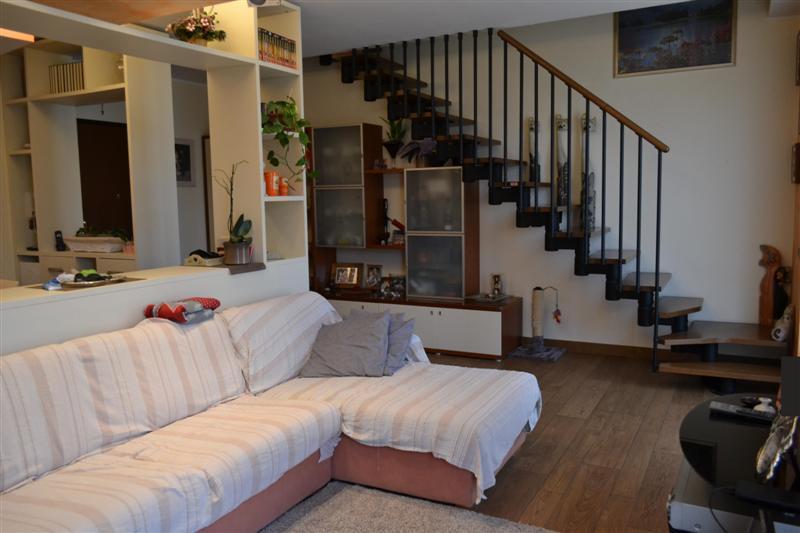 Appartamento in vendita a Brivio, 4 locali, zona Zona: Beverate, prezzo € 200.000 | Cambio Casa.it