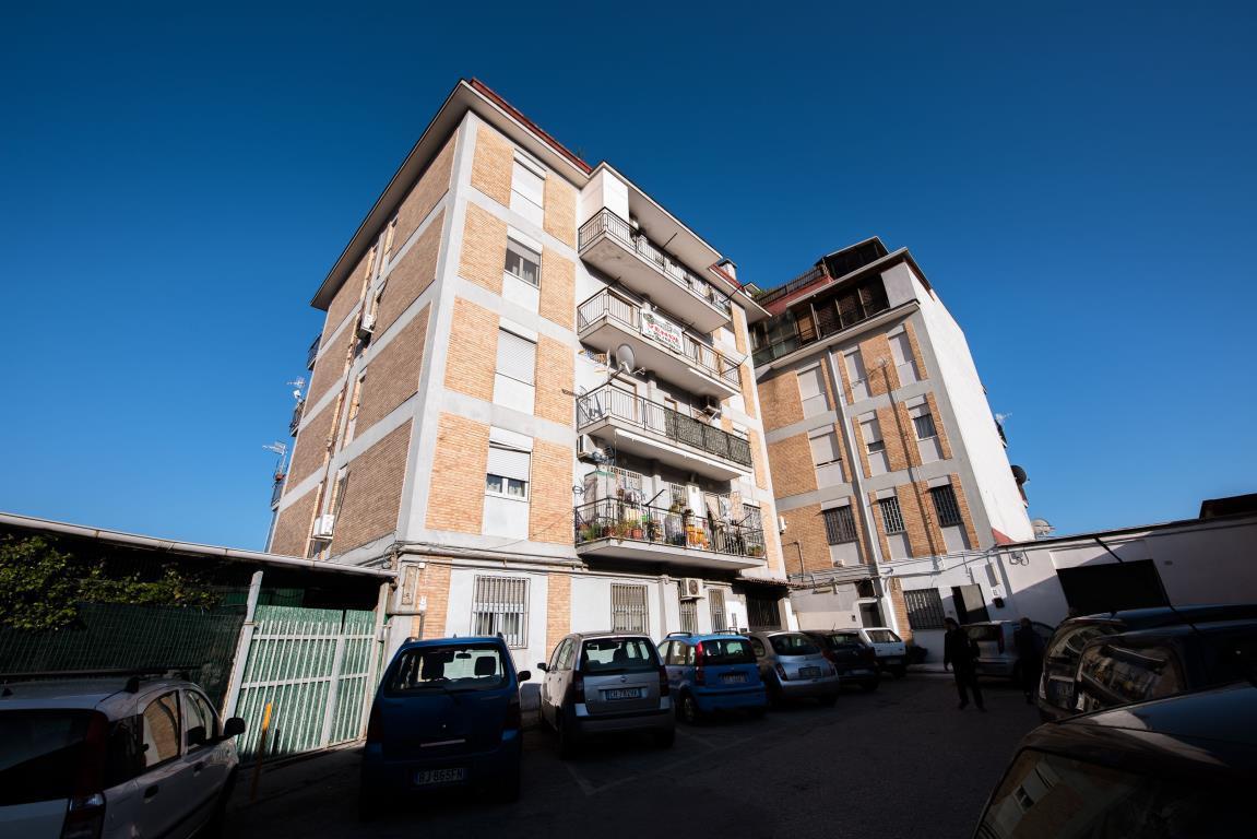 Bilocale Napoli Via Pisciarelli 2