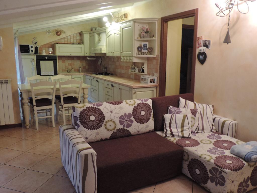 Appartamento in vendita a Cisano Bergamasco, 3 locali, zona Zona: Bisone, prezzo € 99.500 | Cambio Casa.it