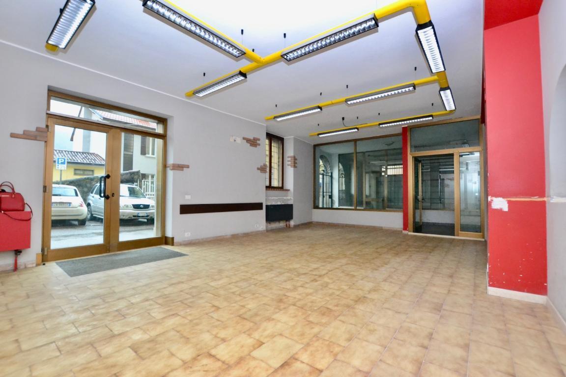 Negozio / Locale in affitto a Pontida, 1 locali, zona Località: Centro, prezzo € 500   CambioCasa.it