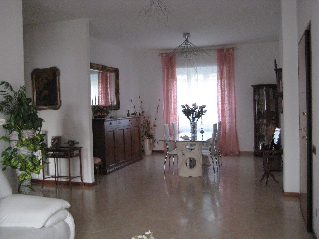 Appartamento in vendita a Calolziocorte, 3 locali, prezzo € 178.000 | Cambio Casa.it