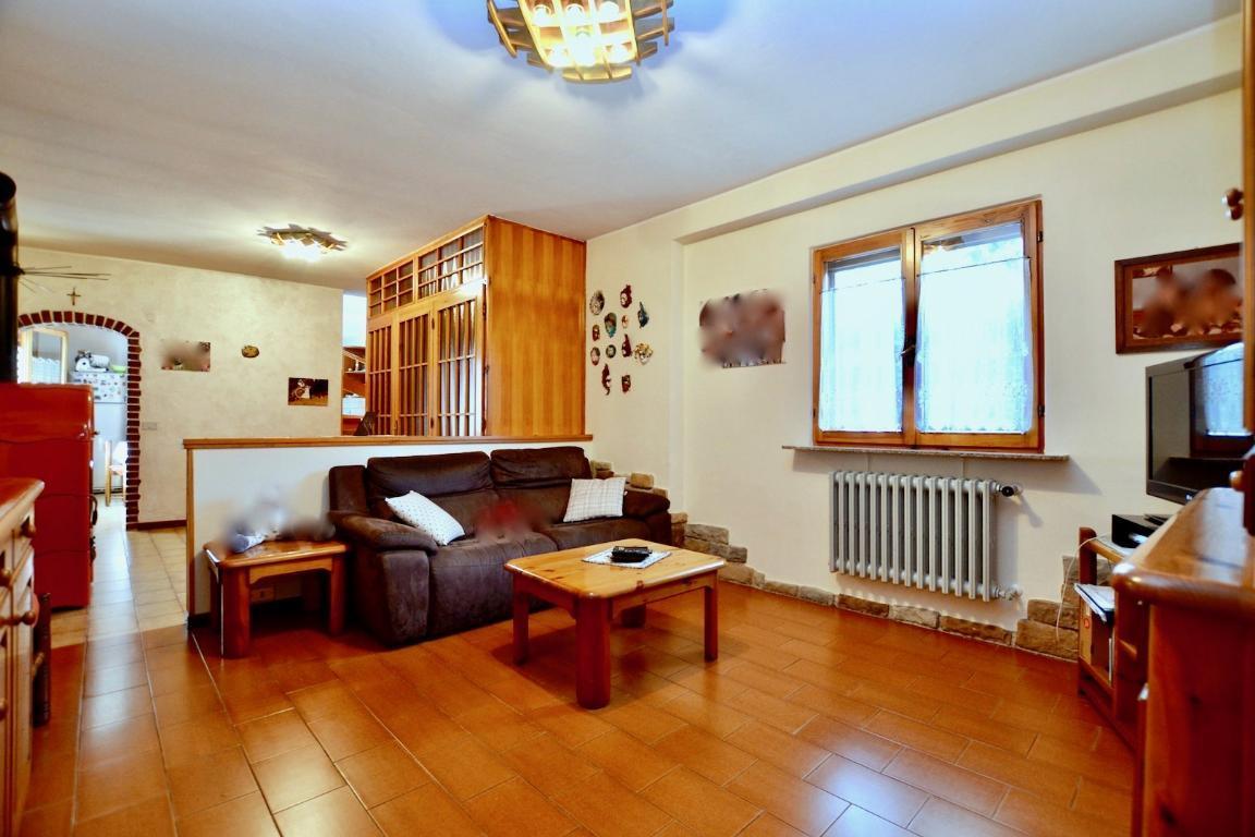 Soluzione Indipendente in vendita a Cisano Bergamasco, 4 locali, prezzo € 140.000 | Cambio Casa.it