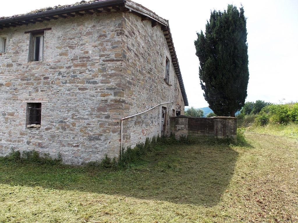 Vendesi casale a San Severino Marche (MC)