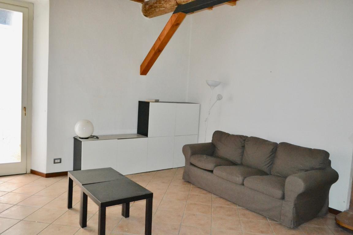 Appartamento in affitto a Brivio, 2 locali, prezzo € 400 | Cambio Casa.it
