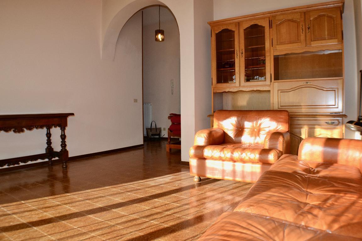 Appartamento in vendita a Caprino Bergamasco, 4 locali, zona Località: res. Bosco, prezzo € 95.000 | CambioCasa.it