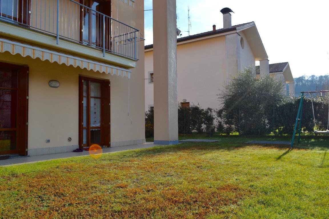 Villa Bifamiliare in Vendita a Brivio