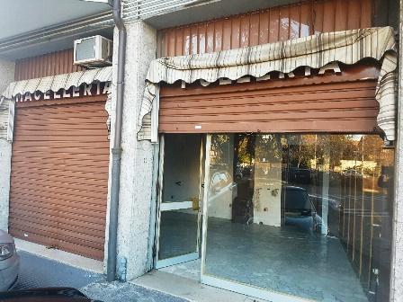 Negozio / Locale in affitto a Verano Brianza, 2 locali, zona Località: Comune, prezzo € 600 | Cambio Casa.it