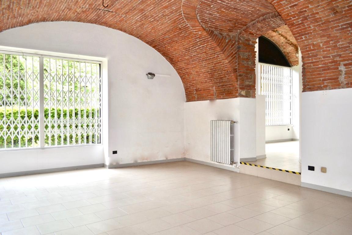 Affitto negozio Caprino Bergamasco superficie 130m2