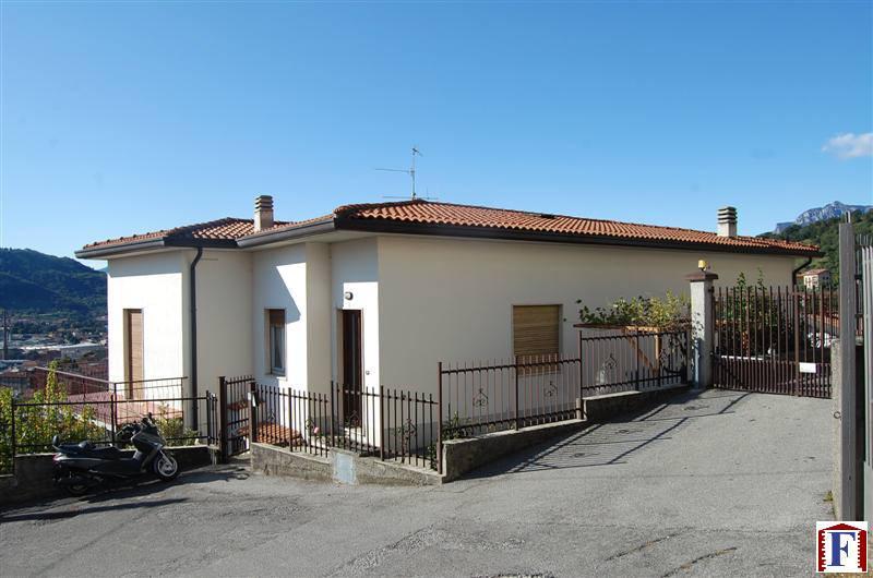 Villa in vendita a Calolziocorte, 7 locali, zona Località: Centro, prezzo € 229.000 | Cambiocasa.it