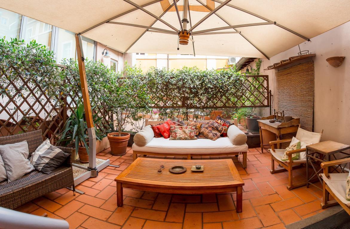 5 locali in affitto a Roma in Via Dei Chiavari