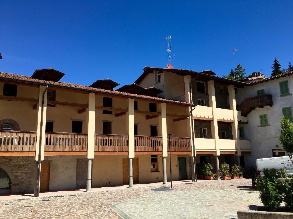 Appartamento in vendita a Caprino Bergamasco, 4 locali, zona Località: centro, prezzo € 140.000 | Cambio Casa.it