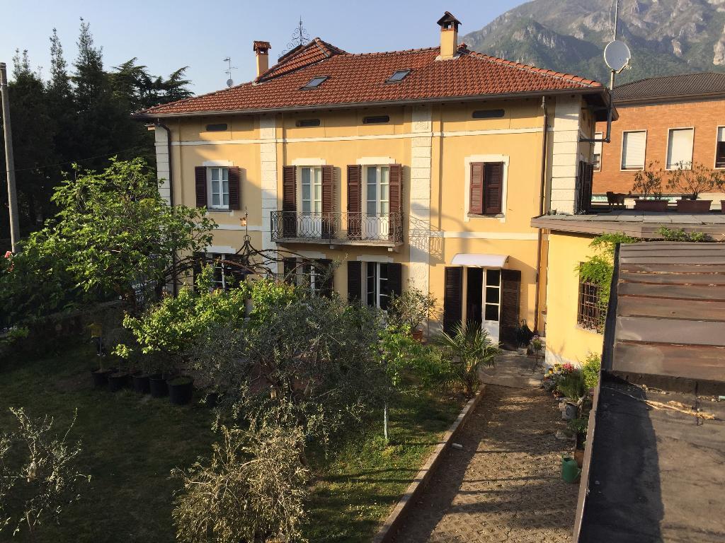 Villa in Vendita a Mandello del Lario