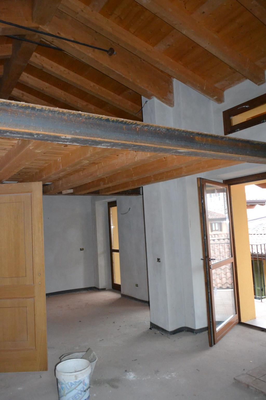 Appartamento in vendita a Mapello, 2 locali, zona Località: centro, prezzo € 80.000 | CambioCasa.it