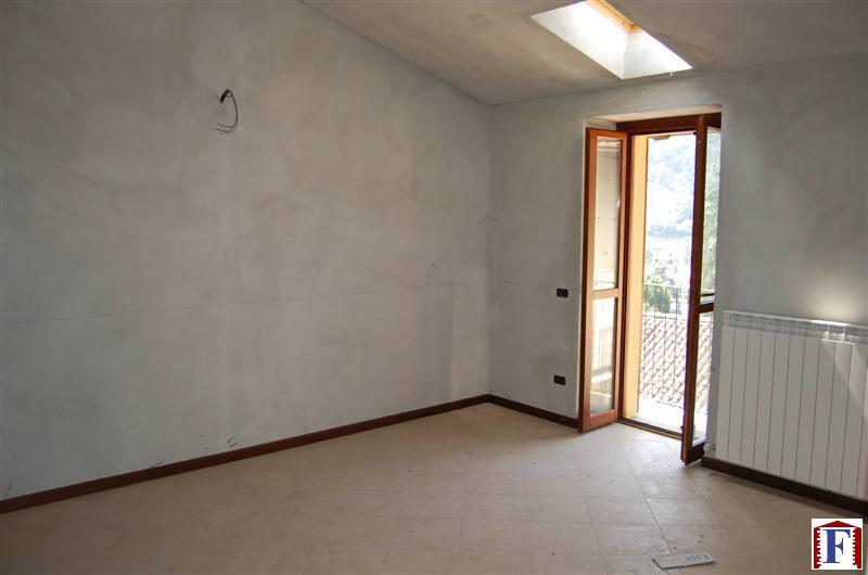 Appartamento in vendita a Pontida, 2 locali, zona Località: Centro, prezzo € 80.000 | CambioCasa.it