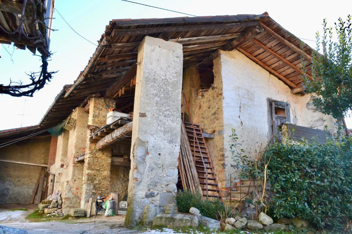 Rustico / Casale in vendita a Cisano Bergamasco, 4 locali, prezzo € 98.000 | CambioCasa.it