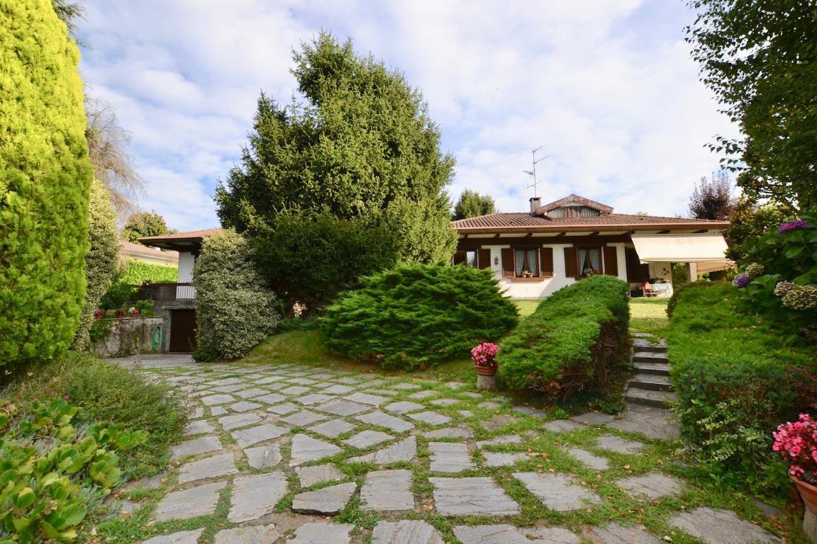 Villa in vendita a Cisano Bergamasco, 7 locali, zona Zona: la Sosta, prezzo € 700.000 | CambioCasa.it