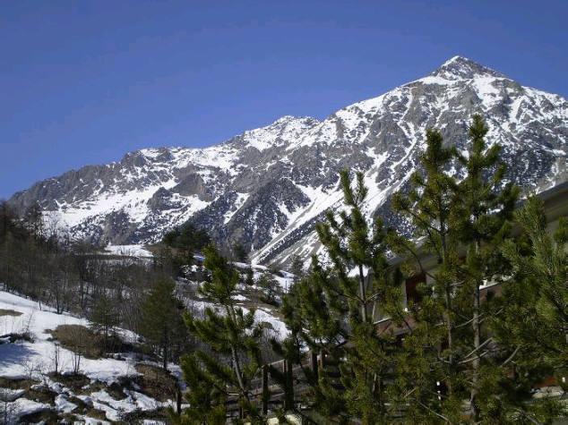 Bilocale Cesana Torinese Via Iv Novembre    Cond. Des Alpes 1