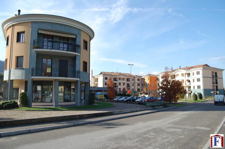 Ufficio / Studio in vendita a Cisano Bergamasco, 3 locali, zona Località: Centro, prezzo € 140.000 | Cambio Casa.it
