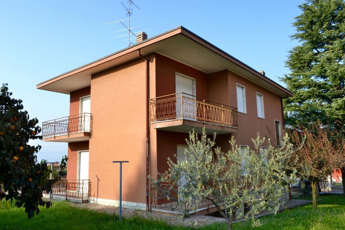 Villa in Vendita a Villa d'Adda