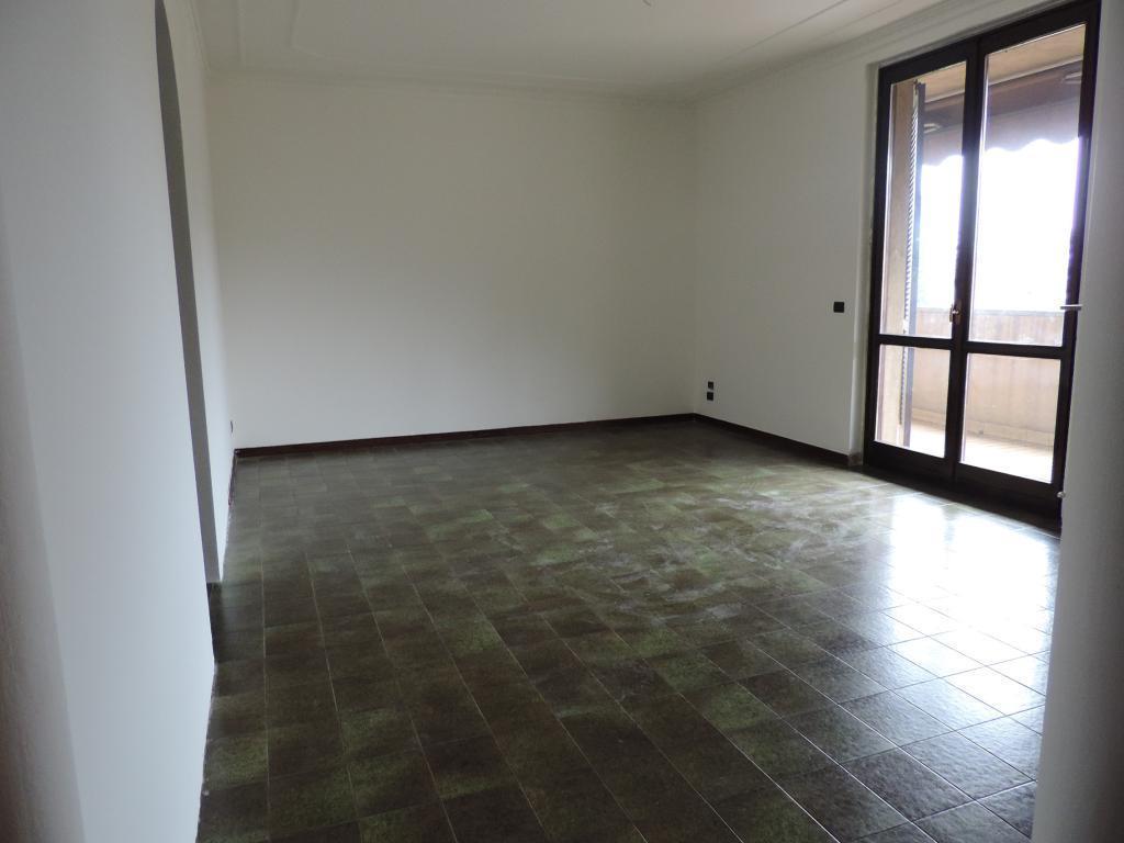 Appartamento in vendita a Caprino Bergamasco, 4 locali, prezzo € 97.000 | CambioCasa.it