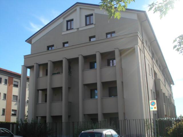 Bilocale Monza Via Ugo Foscolo 1