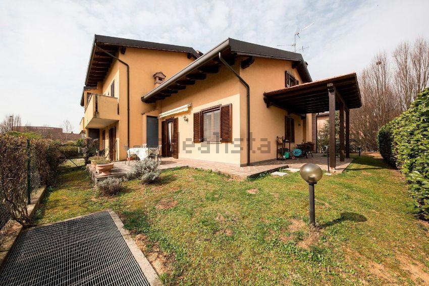 Villa in vendita a Camparada, 4 locali, zona Località: Centrale, prezzo € 299.000 | Cambio Casa.it