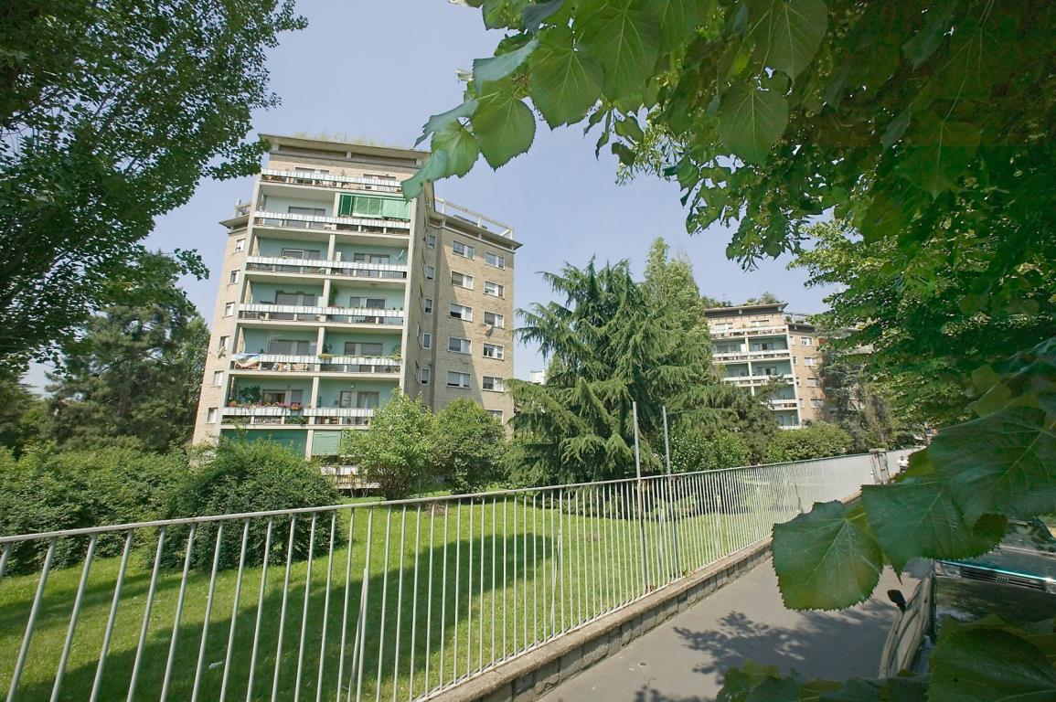Bilocale Milano Via Fornari 1