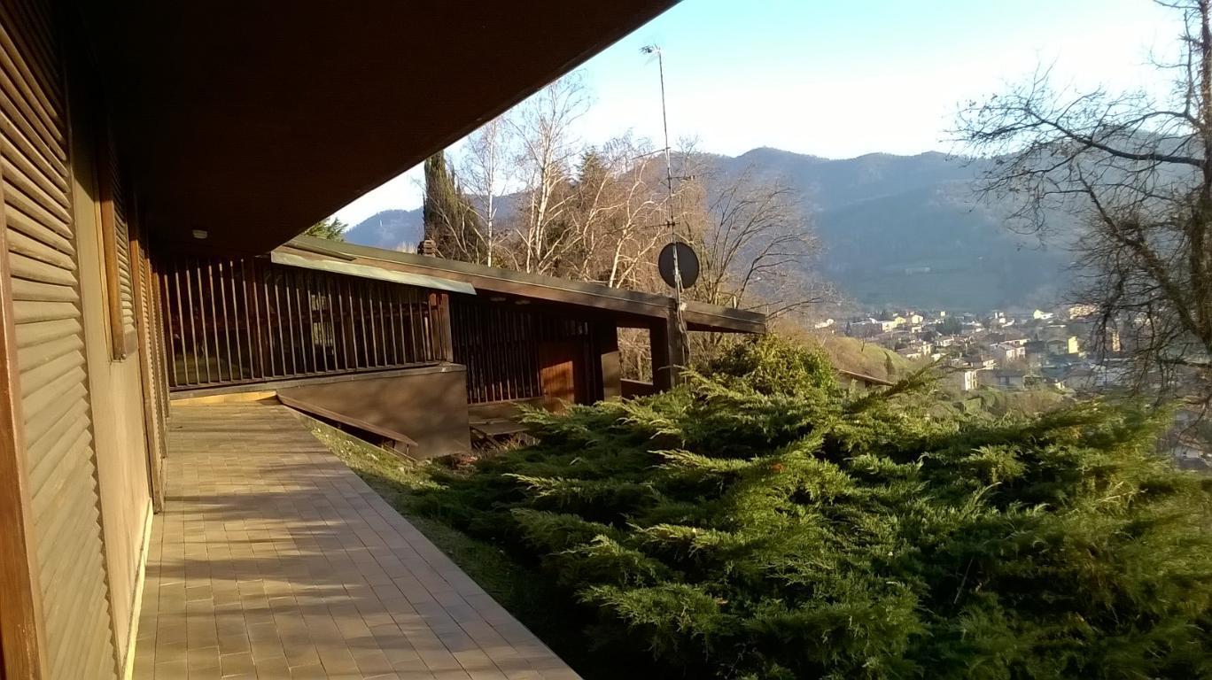 Villa in Vendita a Cisano Bergamasco
