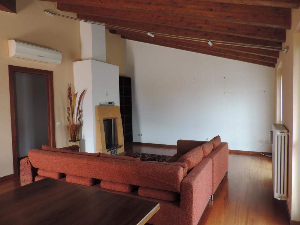 Appartamento in vendita a Calolziocorte, 4 locali, prezzo € 235.000 | Cambio Casa.it