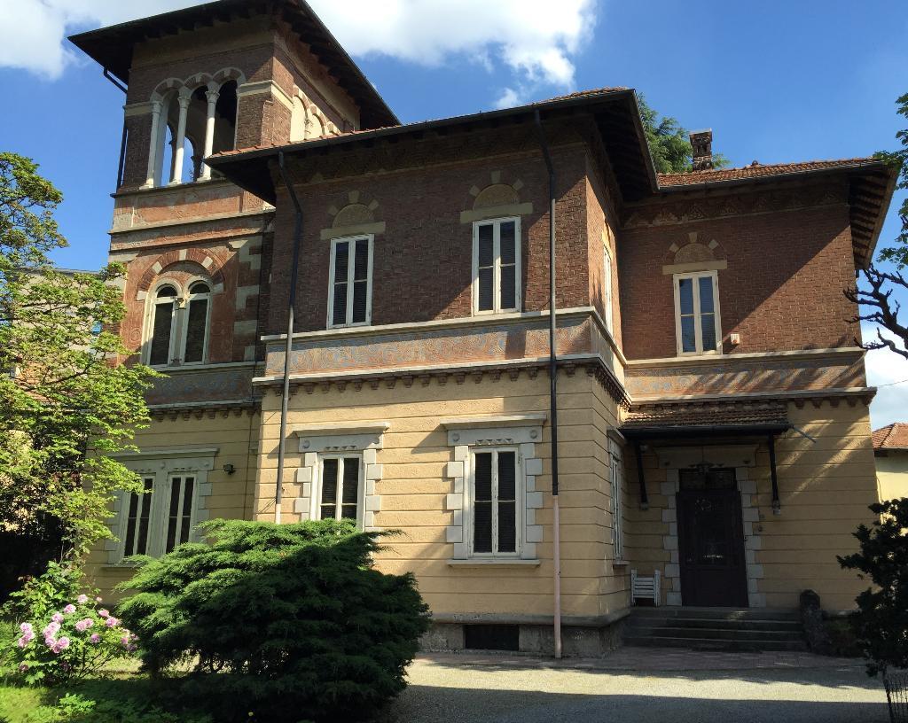 Villa in vendita a Monza, 10 locali, zona Località: centro, Trattative riservate | Cambio Casa.it