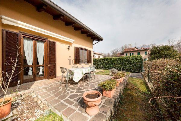 Villa in vendita a Camparada, 4 locali, zona Località: Centrale, prezzo € 299.000 | CambioCasa.it