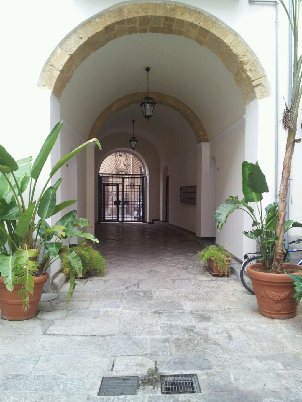 Bilocale Palermo Via Carrettieri 2