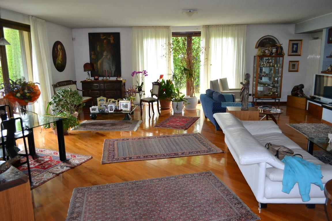 Villa in vendita a Presezzo, 6 locali, prezzo € 800.000 | Cambio Casa.it