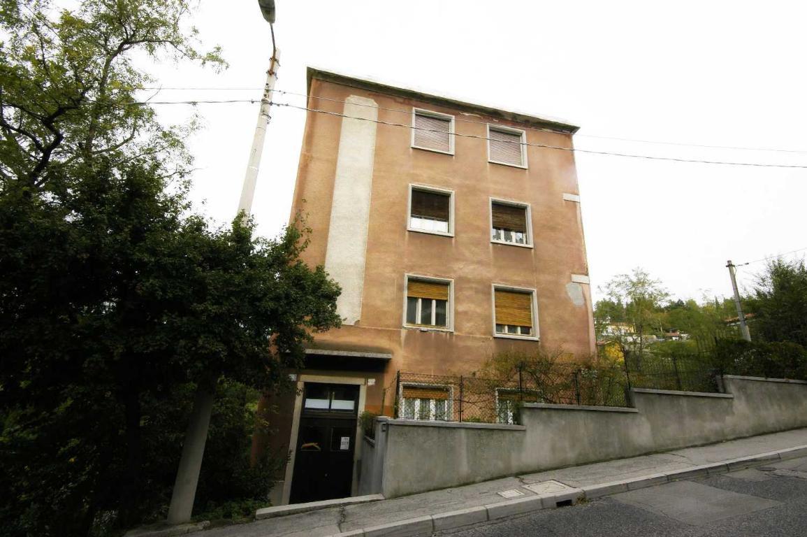 Bilocale Trieste Via Commerciale 160 1