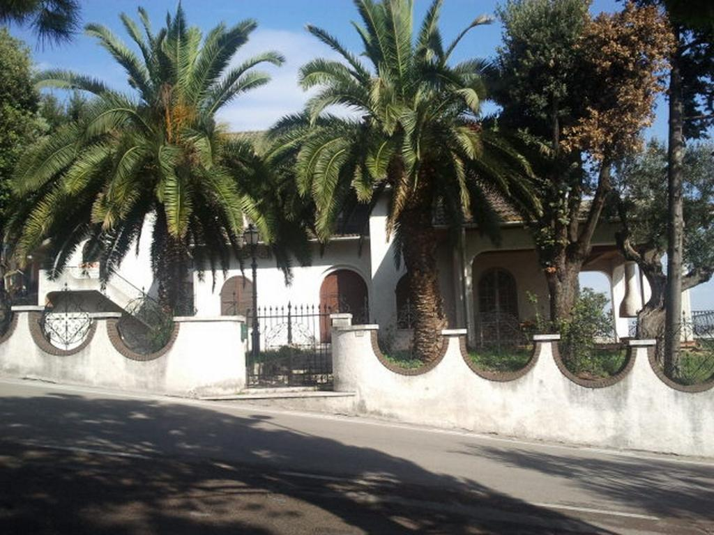 Vendesi villa panoramica a Loreto