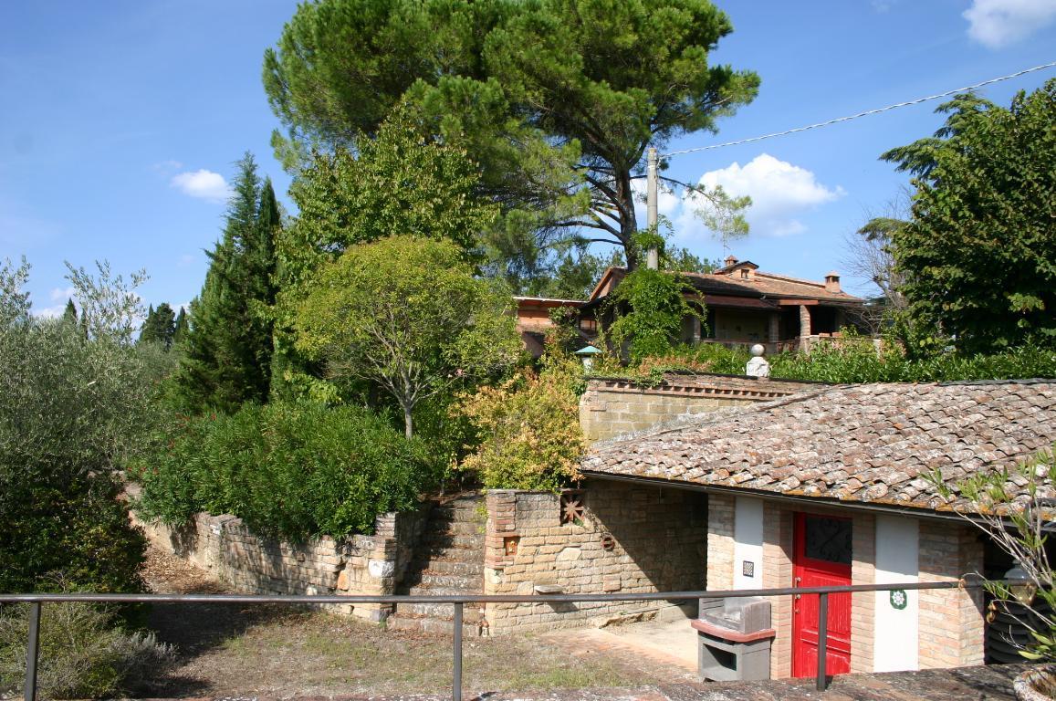 Villa casa 556 mq vendita siena for Piani di casa con vista sull acqua