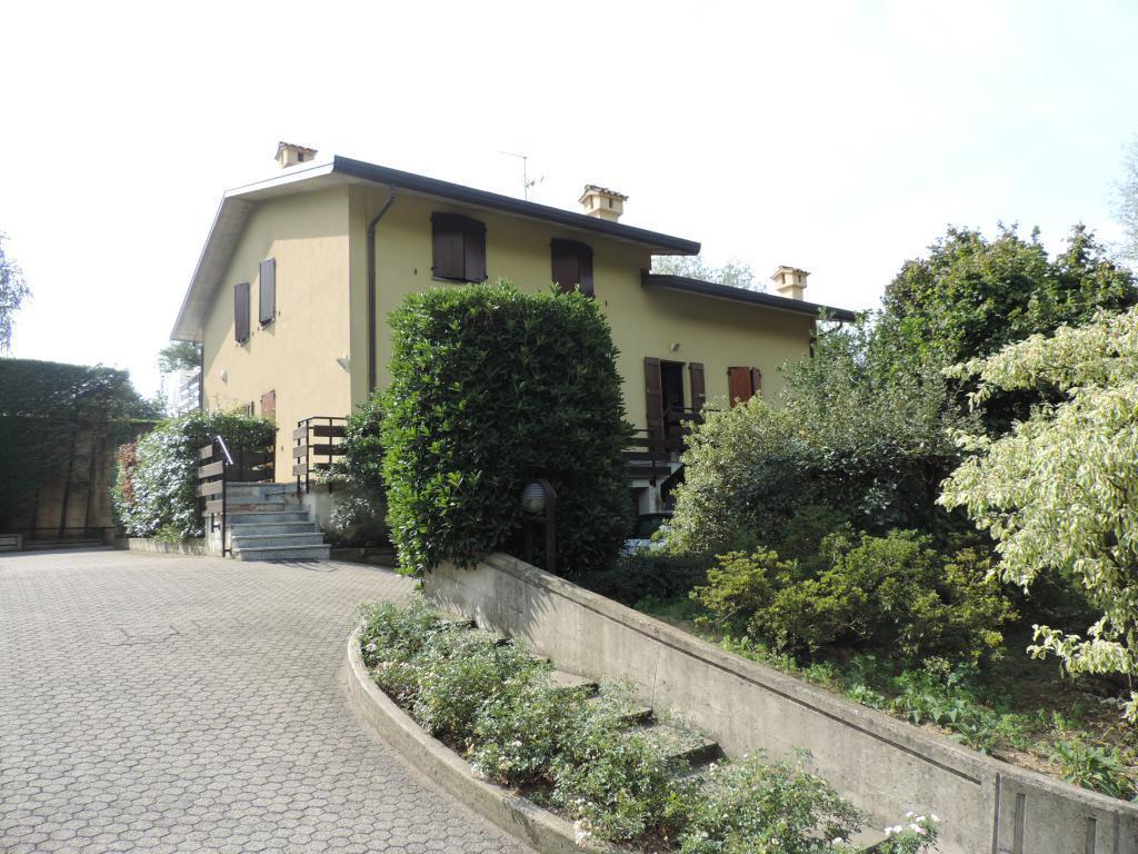 Villa in vendita a Palazzago, 9 locali, prezzo € 450.000 | CambioCasa.it