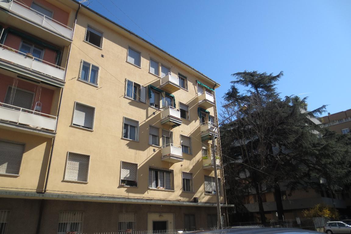 Bilocale Bologna Via Vizzani 2
