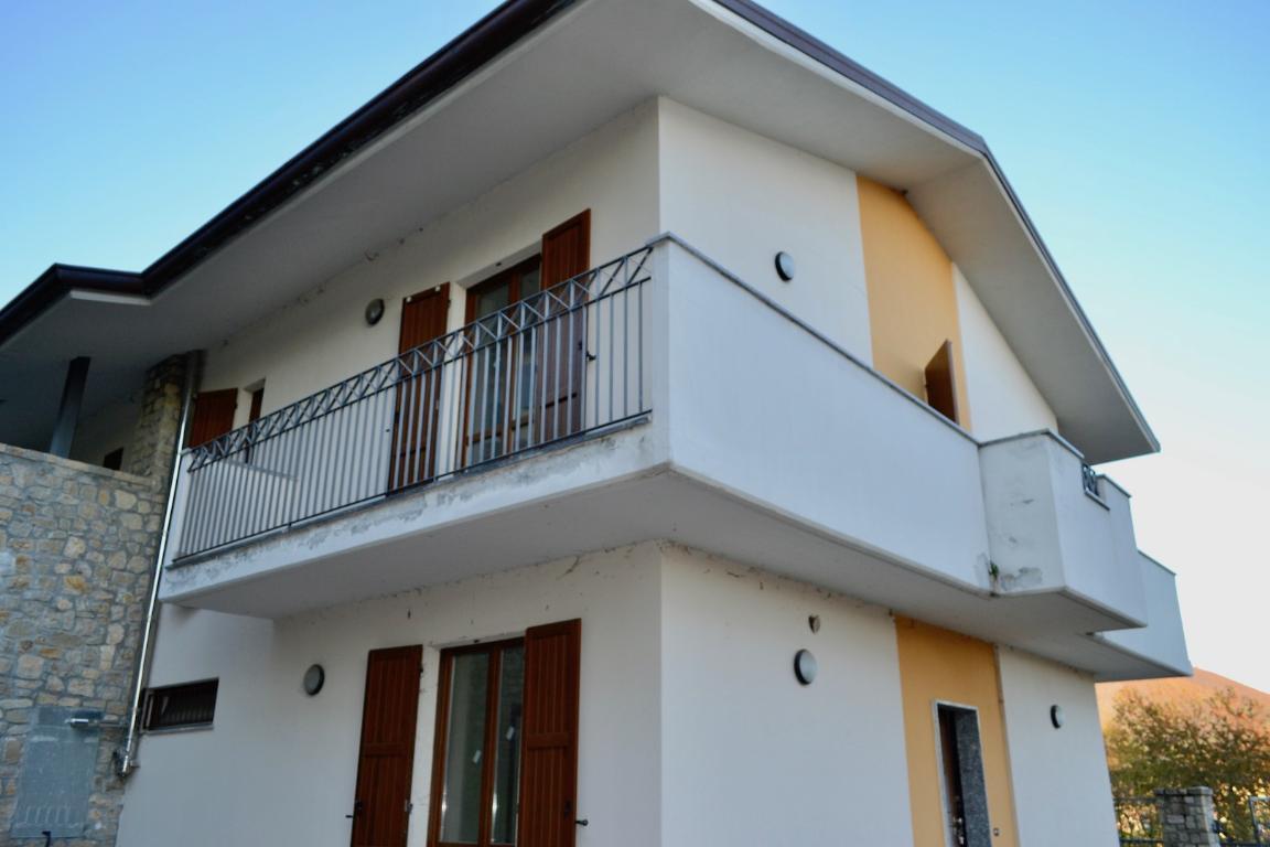 Villa Bifamiliare in Vendita a Cisano Bergamasco