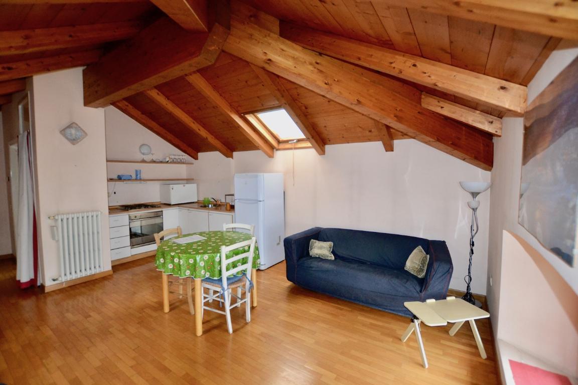 Appartamento in affitto a Calolziocorte, 2 locali, zona Località: Centro, prezzo € 500 | CambioCasa.it